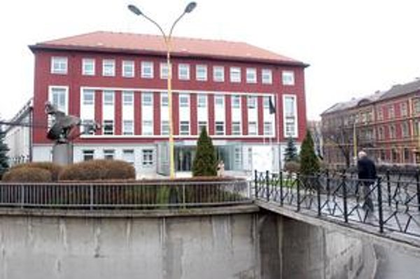 Východoslovenská energetika. Nominantov Ficovej vlády nahradia od pondelka v tejto budove nominanti súčasnej koalície.