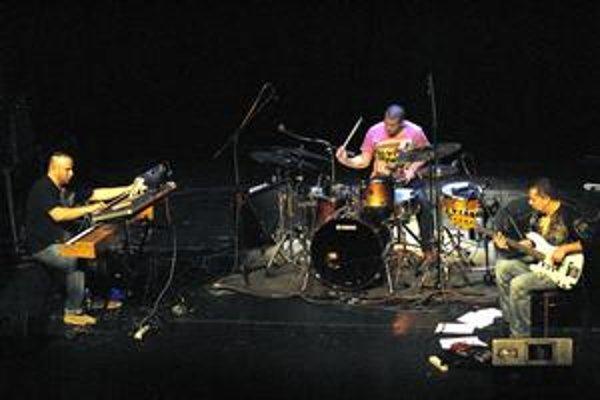 Dosť bolo koncertoch na štadiónoch a provizórnych miestach, žiadajú hudobníci na čele s Martinom Valihorom.