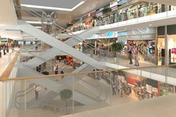 Nový interiér stanice. Moderné eskalátory a množstvo obchodov ako v nákupnom centre.