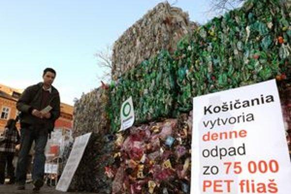 Ekologickí aktivisti upozornili na problém vratných obalov priamo v centre Košíc.
