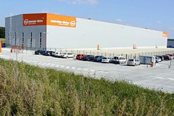 Logistický park. Prvý objekt s prvými zamestnancami by mal začať prevádzku koncom roka 2011.