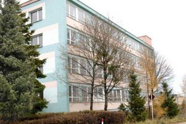 Budova na Ipeľskej. Rekonštruovať sa nebude. Peniaze použili v Bratislave.