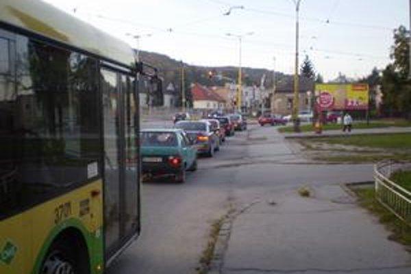 Svetelná signalizácia na križovatke ulíc Watsonova - B. Němcovej - Hurbanova.