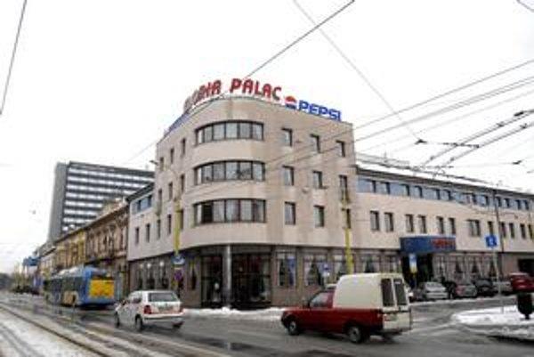Gloria a Hilton, Dva hotely v centre mesta sú počas majstrovstiev sveta v hokeji kapacitne naplnené.