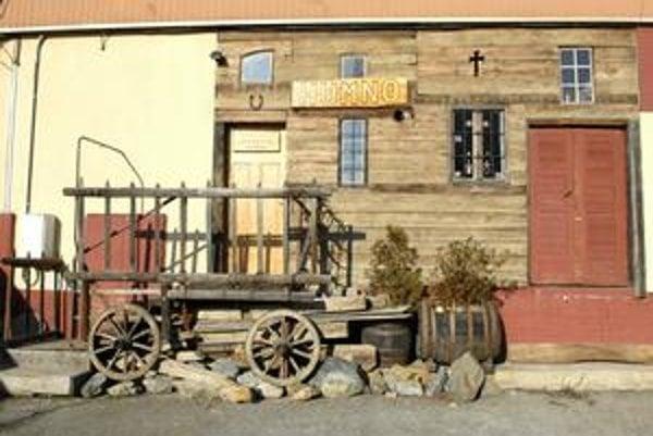 Ľudová kultúra. V súčasnosti dokončuje etnografické múzeum Humno práce na rozšírení súčasných priestorov.