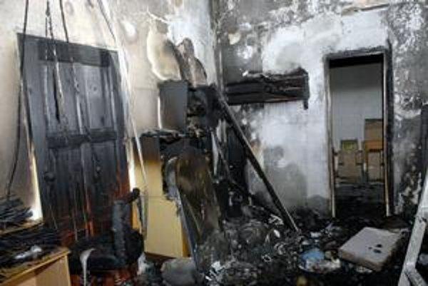 Po požiari. V sklade zhorelo všetko horľavé.