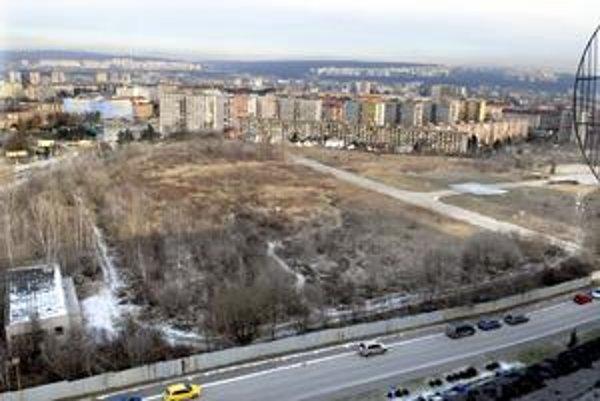 Nové byty. Na priestranstve pri nemocnici na Terase chce investor už onedlho začať stavať.