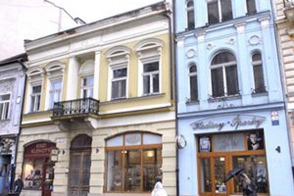 Budova na Hlavnej ulici. Podnikateľ ju kúpil od mesta za cenu dvakrát nižšiu ako bola vtedy na trhu realít.