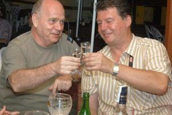 Veľkí kamoši? Po zvolení Gregu, ktorého odporučil Süli (vľavo), vládla veľká radosť. Teraz sú z nich sokovia.