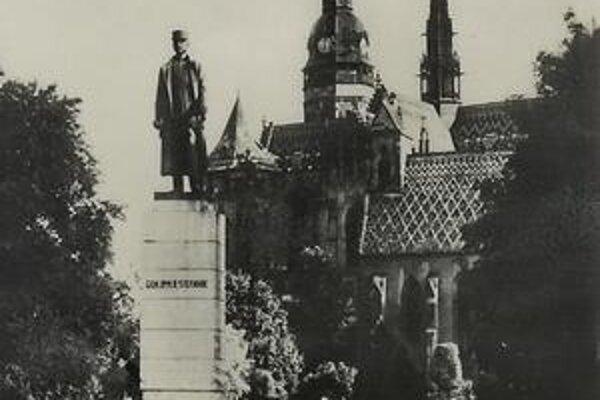 Socha M.R. Štefánika kedysi stála v parku pri Dóme sv. Alžbety