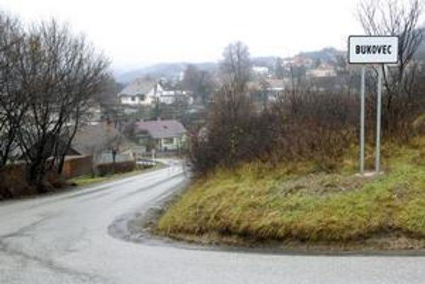 Bukovčania majú problém. Napriek tomu, že Košice zásobujú vodou, sami ju často nemajú.