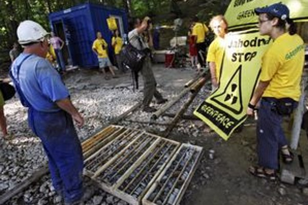 Aktivisti z Greenpeace protestovali pred niekoľkými rokmi proti plánovanej ťažbe uránu priamo na Jahodnej.