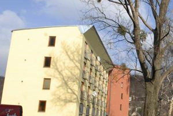Byty na Baltickej. Štvorpodlažný dom postavilo mesto z vlastných prostriedkov za 963-tisíc eur. Z 24 bytov je aj po štyroch rokoch deväť prázdnych.