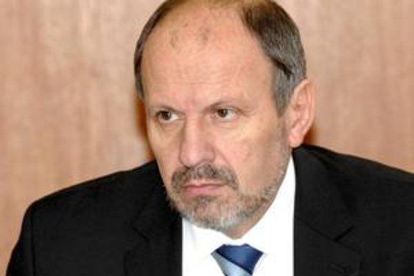 František Knapík hovorí, že pred podpisom kontraktu s Kositom treba mať čistý stôl. Doriešiť sa majú staré faktúry aj stanovy podniku.