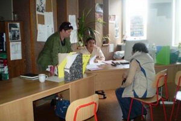 TSP (vľavo A. Čechová) pri práci s klientkou.