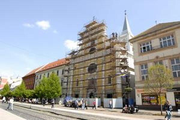 Seminárny kostol. Bol súčasťou rekonštrukcie Hlavnej ulice, teraz ho musia opravovať znova.
