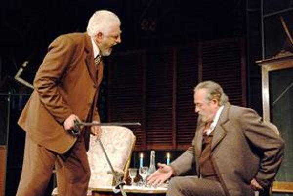 Veľké emócie. V premiérovanom titule divadla Thália Sviece dohárajú o ne vraj nebude núdza.