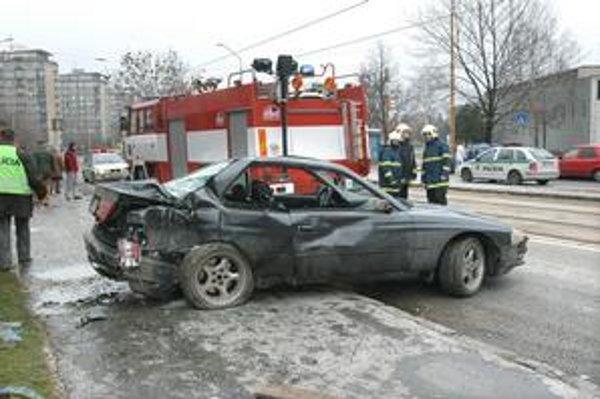 Smrteľná nehoda bez vinníka . Obžaloba na jedného z členov posádky BMW je na súde od roku 2004. Právoplatný rozsudok dodnes nepadol.
