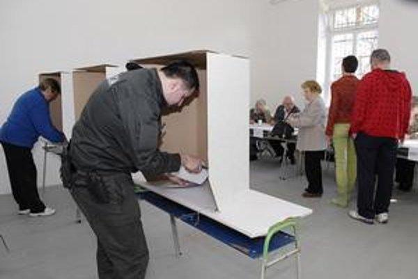 """Za """"plentou"""". Mali by ste si vybrať jeden hlasovací lístok a na ňom zakrúžkovať najviac štyri mená."""
