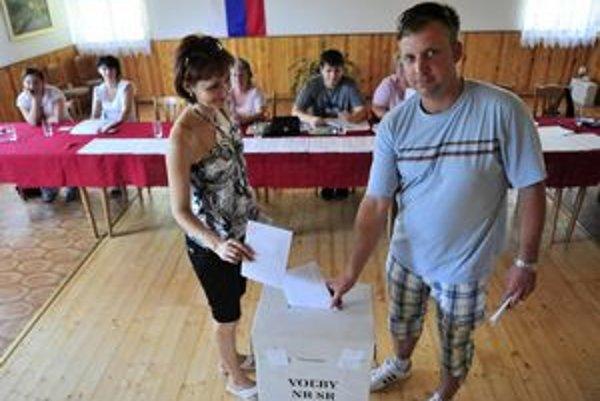 Voľby v Malej Lodine sú pokojné. Hlasuje tu aj pomerne veľa chatárov z okolitých miest.