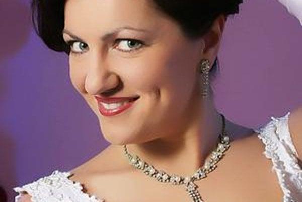 Grófka Marica. Stvárňuje ju Krisztina Szeredy z Budapešti.