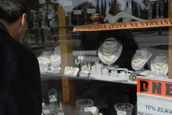 Zlacnené šperky. Predaj prepadnutých vecí sa v kríze veľmi nehýbe.