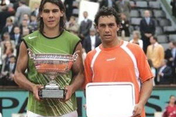 Na Aničke bude hrať finalista French Open 2005 Mariano Puerta (na snímke vpravo po pamätnom dueli s Nadalom)