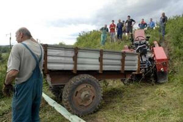 S traktorom chcel vyjsť na tento kopec.