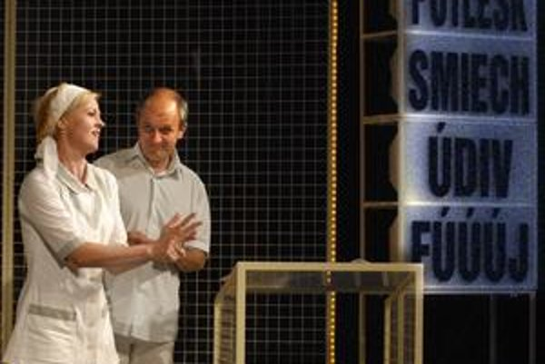 Sanatórium alebo ako prežiť reality show. Hra zožala na prvej premiére úspech i standing ovations.