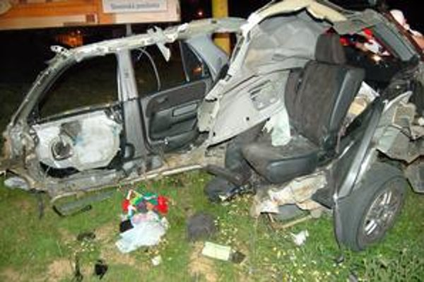 Otrasné! Auto sa doslova rozpadlo.