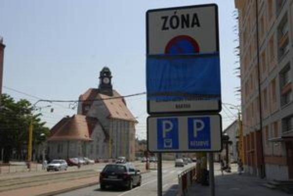 V Košiciach odhalia značky. Parkovanie nebude zadarmo.