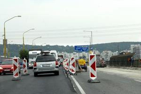 Rekonštruovaný most VSS. Pri jeho prejazde zbystrite pozornosť, jazdí sa po opačnej, opravenej strane.