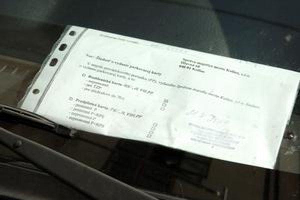 Kópia žiadosti o parkovaciu kartu. Takýmto dokladom, ktorý kartu zatiaľ nahrádza, sa budú môcť motoristi preukazovať pri parkovaní iba do konca septembra.