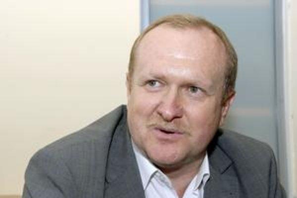M. Čečko. Tvrdí, že spôsob komunikácie SDKÚ ich zaráža.