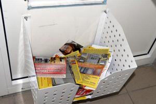 Inteligentné riešenie. Spoločná schránka na letáky je kompromis. Reklamu si vezmú len tí, ktorí o ňu majú záujem.