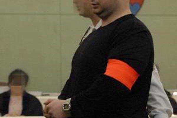 Branislav Adamčo. V prípade vraždy Sisáka je podľa súdu nevinný. Vo väzení zostáva za inú vraždu.
