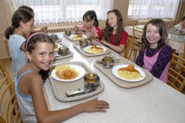 Jedáleň. Deťom chce mesto ponúknuť ovocné šťavy.