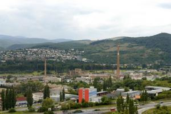 Areál bývalej magnezitky. Radnica chce na obnovu územia získať peniaze z európskych fondov.