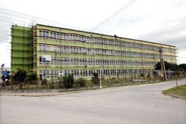 Čanianska základná škola. Z eurofondov sa komplexne zrekonštruuje.