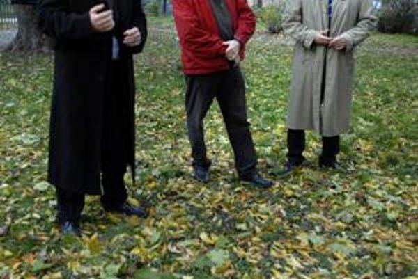 Verejné zhromaždenia. Starosta, dekan a hovorca s občanmi diskutovali o novom ihrisku.