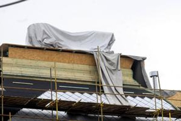 "Pod plachtou. ""Ufóni"" sa už zbalili a zo strechy múzea odletia. Strašili len dočasne."