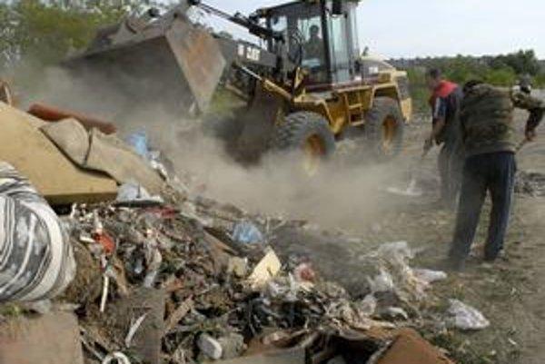 Demeter. Jeho obyvatelia tvrdia, že odpad im tam zvážajú aj ľudia z iných častí mesta.