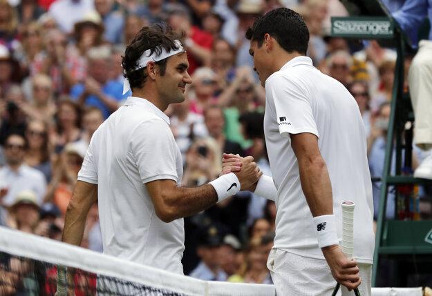 O víťazovi musel rozhodnúť až piaty set. Raonic (vpravo)v semifinále zdolal Federera.