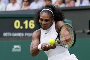 Serena hrá útočne, Kerberová sa od začiatku musí brániť.