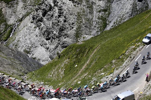 Cyklisti dnes prechádzajú pyrenejskými priesmykmi.