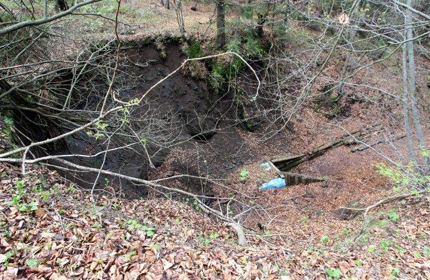 Zosuv zeminy v roku 2013 bol výrazný, v teréne zanechal stopu.