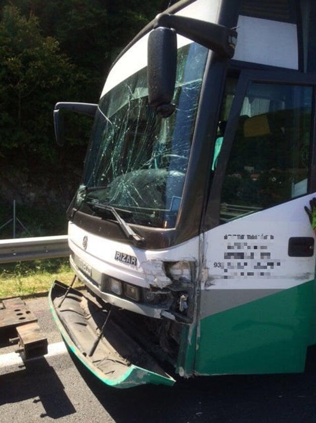 Autobus po havárii.
