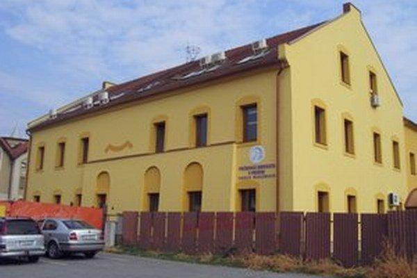 Staršia budova fakulty manažmentu na Konštantínovej ulici.