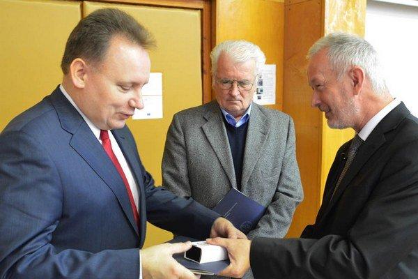 Medzi ocenenými je aj rektor PU Peter Kónya.