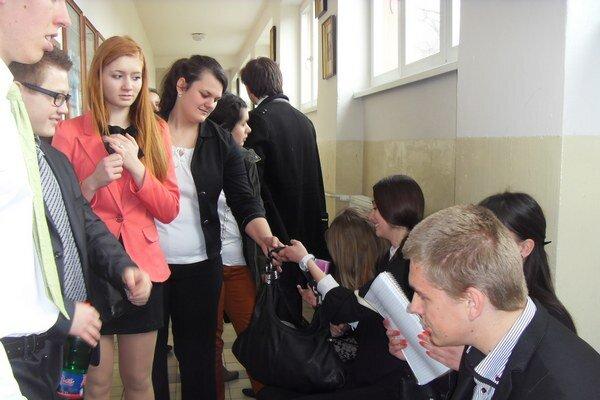 Študenti zo SŠ T. Ševčenka. Tohtoročných maturantov čakajú skúšky v polovici marca.